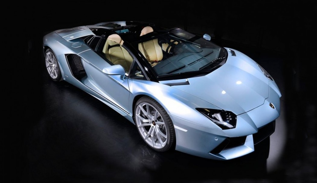Lamborghini Aventador Roadster | LUXUNIQUE